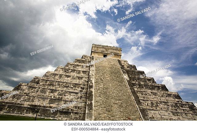 Archeological site Chichén Itzá, El Castillo o Pirámide Kukulcán, Yucatán, México
