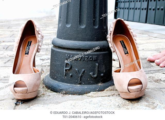 female shoes with a lamppost