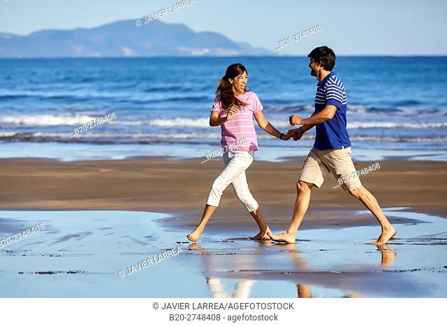 Couple on the beach, Zumaia, Gipuzkoa, Basque Country, Spain, Europe