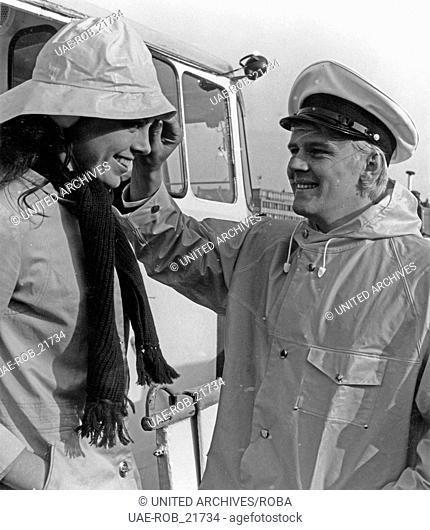 Der südafrikanische Sänger Howard Carpendale im Hafen in Hamburg, Deutschland 1960er Jahre. South African singer Howard Carpendale at Hamburg harbor