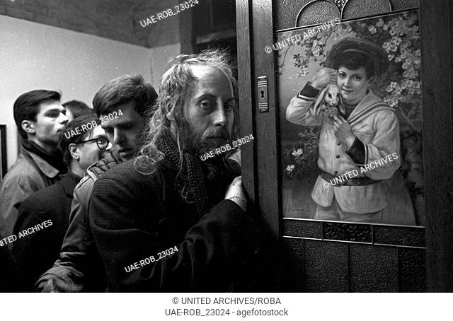 """Akteure und Künstler bei der Kunstausstellung """"""""Piss In"""""""", Deutschland 1970er Jahre. Artists at the exhibition """"""""Piss In"""""""", Germany 1970s"""