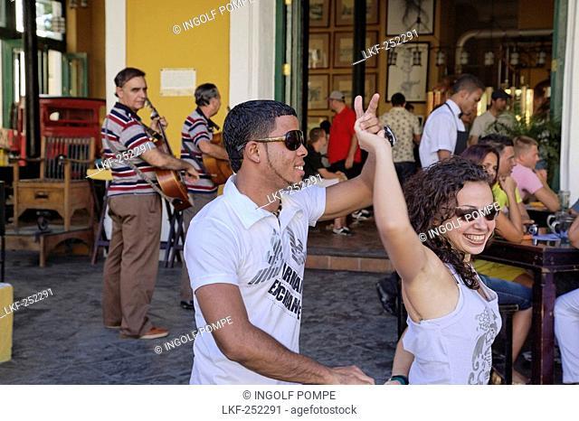 Couple dancing salsa, cafe Taberna de la Muralla, Placa Vieja, Havana, Ciudad de La Habana, Cuba, West Indies
