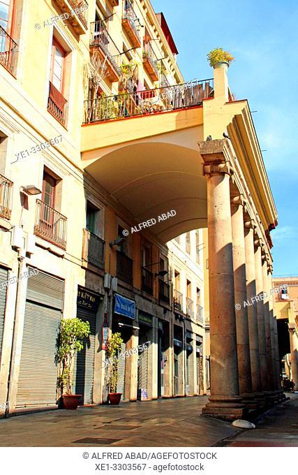 columns and houses of the old convent of Sant Josep, La Boqueria Market, Ciutat Vella, Barcelona, Catalonia, Spain