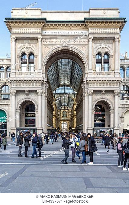 Arch at the entrance to the Galleria Vittorio Emanuele II, Cathedral Square, Piazza del Duomo, Milan, Italy