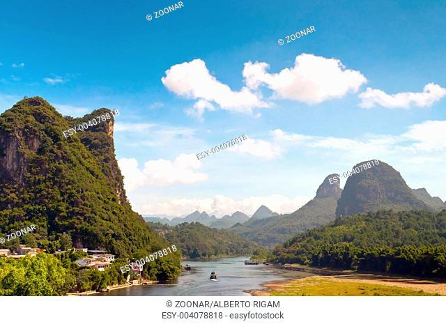 Li river in Yangshou near Guilin landscape