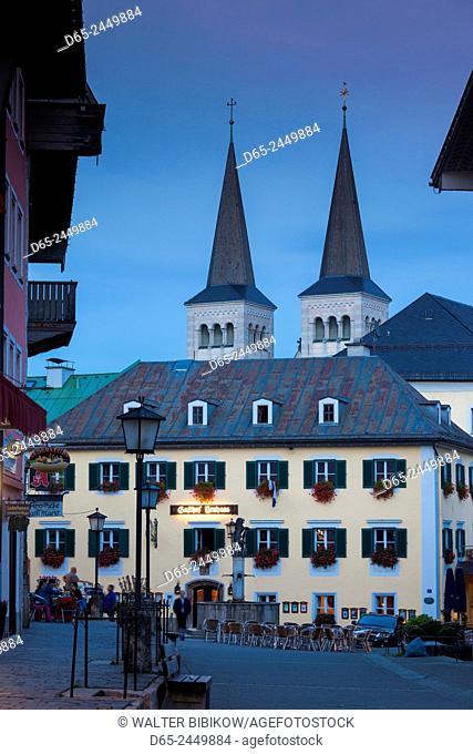 Germany, Bavaria, Berchtesgaden, Stiftskirche Sts. Peter and Johannes church, dusk