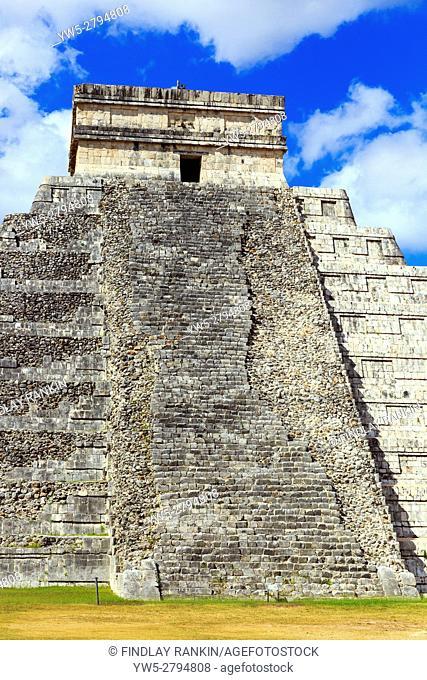 Central structure of Castillo, in the ancient Mayan temple of Chichen Itza, Yucatan, mexico