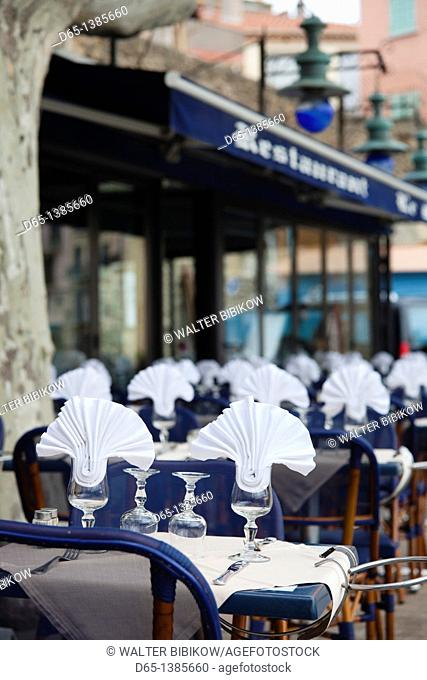 France, Languedoc-Roussillon, Pyrennes-Orientales Department, Vermillion Coast Area, Collioure, waterfront cafe table