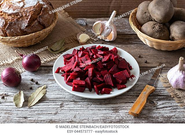 Sliced red beets and other ingredients to prepare fermented kvass