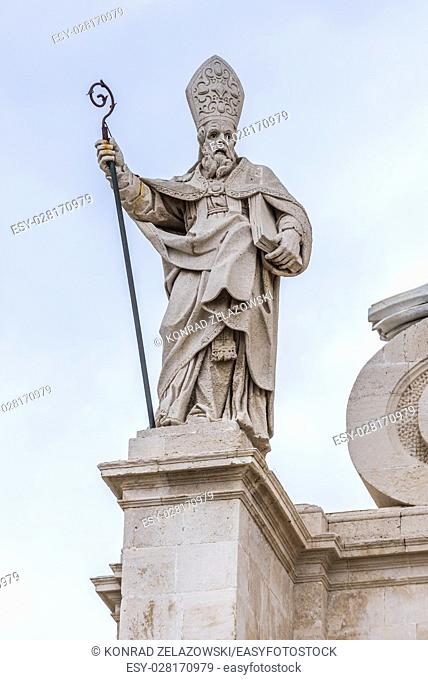 Saint Paul statue on Cathedral of Syracuse at Cathedral Square (Piazza del Duomo) on Ortygia island, historical part of Syracuse, Sicily Island, Italy