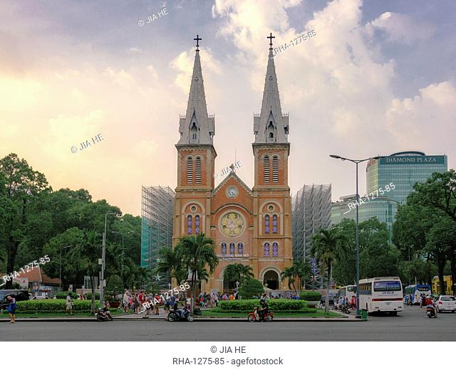 Saigon Notre Dame Cathedral and street scene, Ho Chi Minh City, Vietnam, Indochina, Southeast Asia, Asia