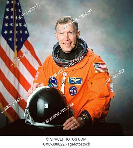 06/21/2001 -- Official portrait of astronaut Dominic L. Gorie, Mission Commander
