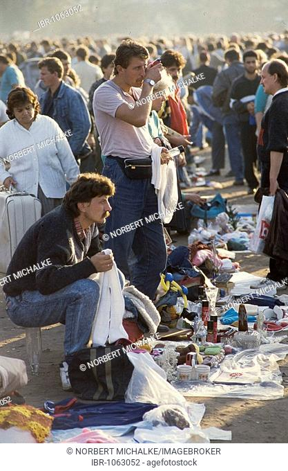 Fall of the Berlin wall, street market, colloquially known as Polenmarkt, at Potsdamer Platz, Potsdam Square, 1990, Berlin, Germany, Europe