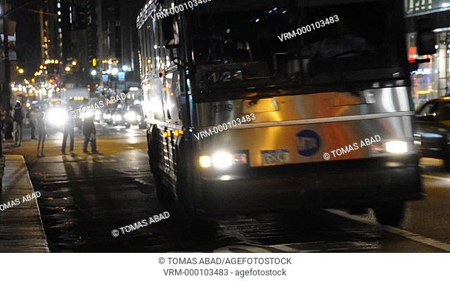 5th Avenue, 42nd Street, Traffic, New York City, USA