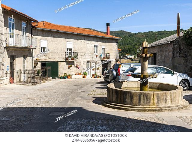 Plazuela con fuente en Xunqueira de Ambía. Orense. Galicia. Spain