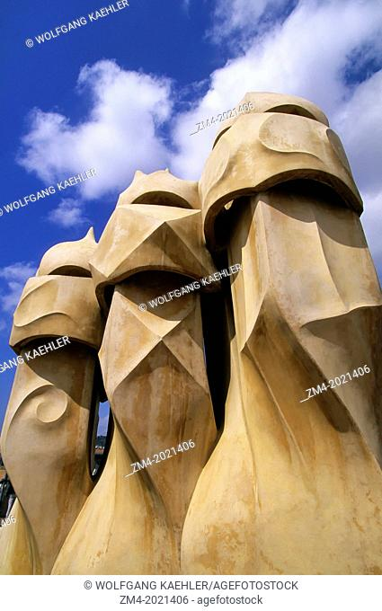 SPAIN, BARCELONA, MILA HOUSE, 'LA PEDRERA', ROOF, VENTILATION SHAFTS