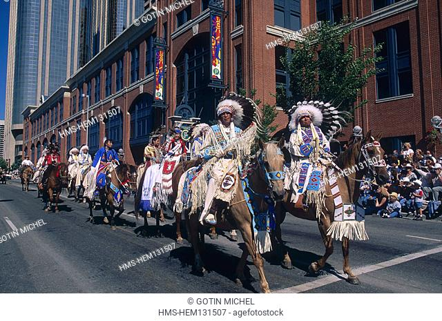 Canada, Alberta, the big Stampede of Calgary (the biggest rodeo of full air of all America) parade of the indians in traditional outfits
