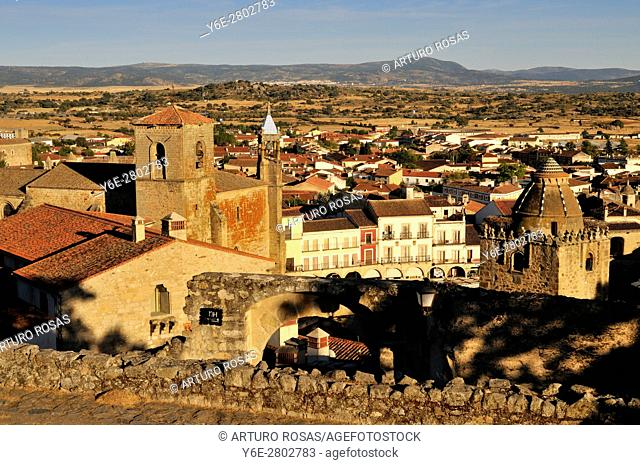 View of the San Martín Church and the Alfiler Tower. Trujillo, Spain