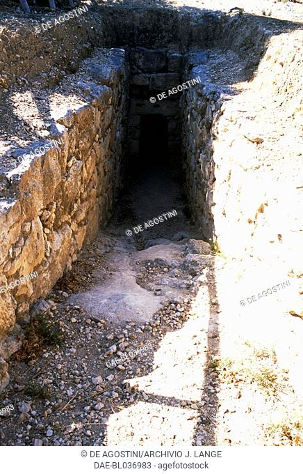 Dromos at the entrance of the tholos-tomb in Achladia, Crete, Greece. Minoan civilisation, 14th-13th century BC
