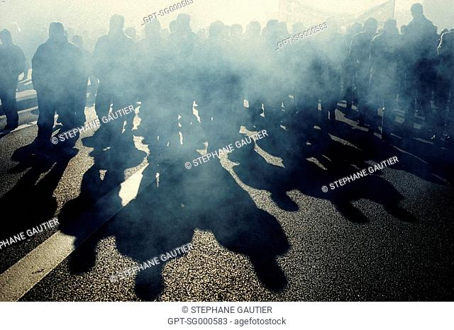 ILLUSTRATION OF STRIKERS DEMONSTRATING IN THE STREETS OF PARIS