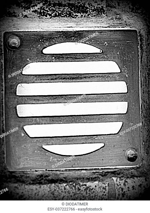 Drain grating in IHHDR style