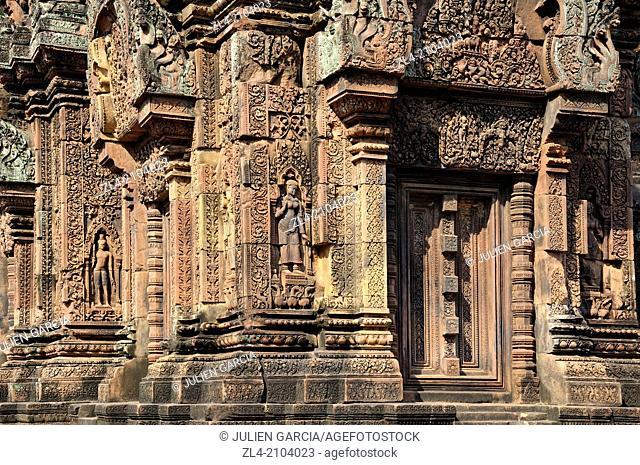 Bas-relief sculpture of an apsara dancer at Banteay Srei. Cambodia, Siem Reap, Angkor