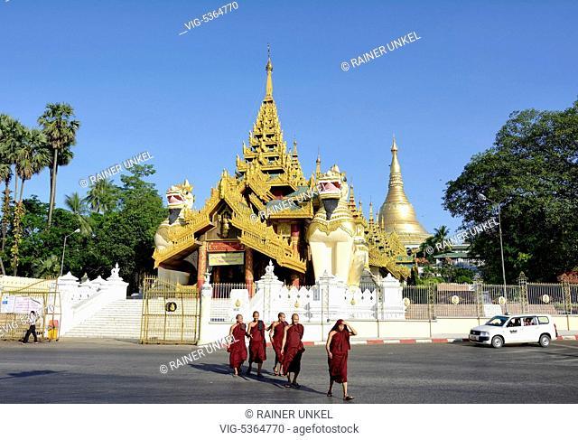 MMR , MYANMAR / BURMA / BIRMA : The Shwedagon pagoda in Yangon / Rangoon , 03.11.2015 - Yangon, Yangon, Myanmar, 03/11/2015