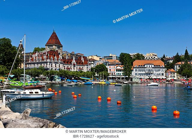 Ouchy harbour and the castle of Ouchy, Angleterre and Residence Hotel at the back, Lausanne, canton of Vaud, Lake Geneva, Switzerland, Europe
