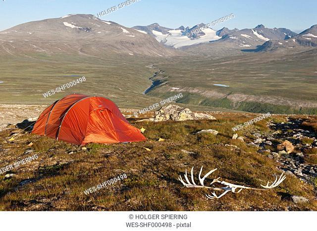 Sweden, Lapland, Sarek National Park, View of campsite in Vadvetjakka National Park