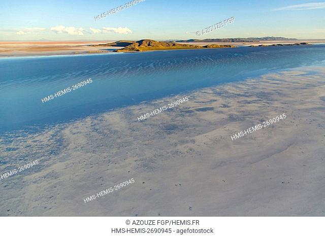 Bolivia, Daniel Campos Province, Potosi, Salar de Uyuni, Colchani, salt (aerial view)