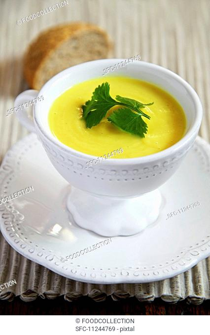 Cream of yellow pepper soup
