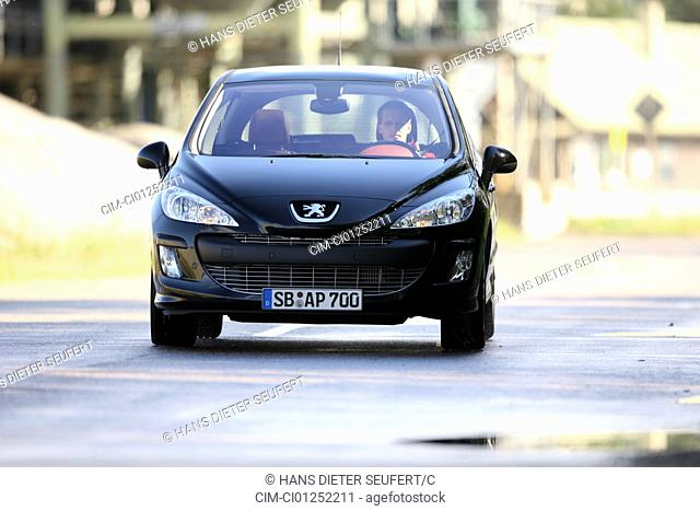 Peugeot 308 HDi FAP 135 Sport Plus, model year 2007-, black, driving, diagonal from the front, frontal view, City