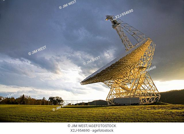 Green Bank, West Virginia - The Robert C  Byrd Green Bank Telescope at the National Radio Astronomy Observatory  The GBT is the largest fully-steerable radio...