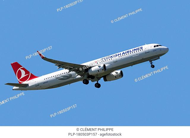 Airbus A321-231, narrow-body, commercial passenger twin-engine jet airliner from Turkish Airlines in flight against blue sky