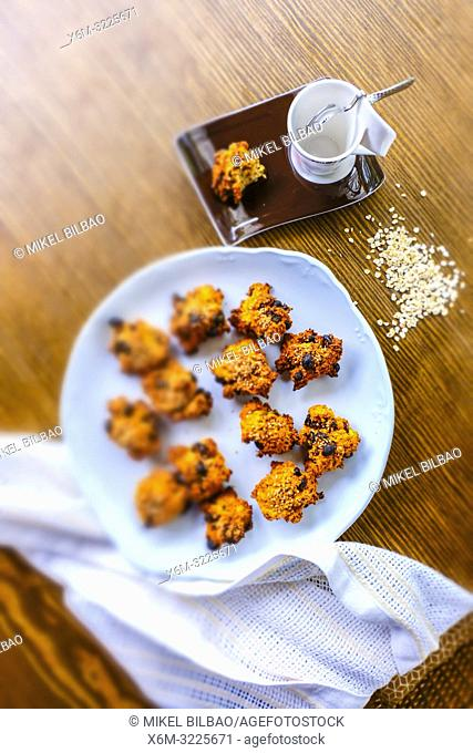 Sugar-free oats and raisin cookies. Macrobiotic recipe