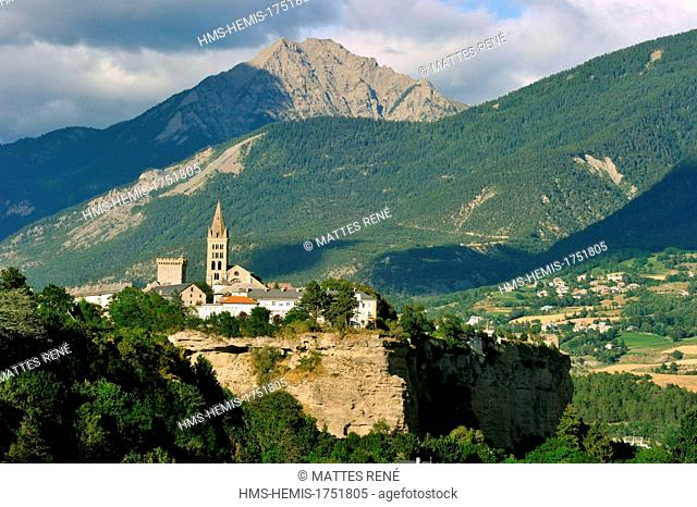France, Hautes Alpes, Embrun on Durance river right bank with thé cathedral Notre dame du Real of Embrun