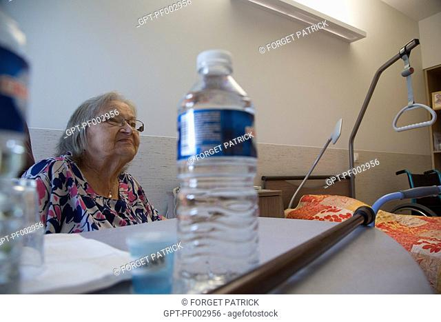 A RESIDENT IN HER ROOM, EHPAD ANDRE COUTURIER, PUBLIC ESTABLISHMENT OF THE SOUTHERN EURE, ACCOMMODATIONS FOR INDEPENDENT SENIOR CITIZENS, RUGLES, EURE (27)