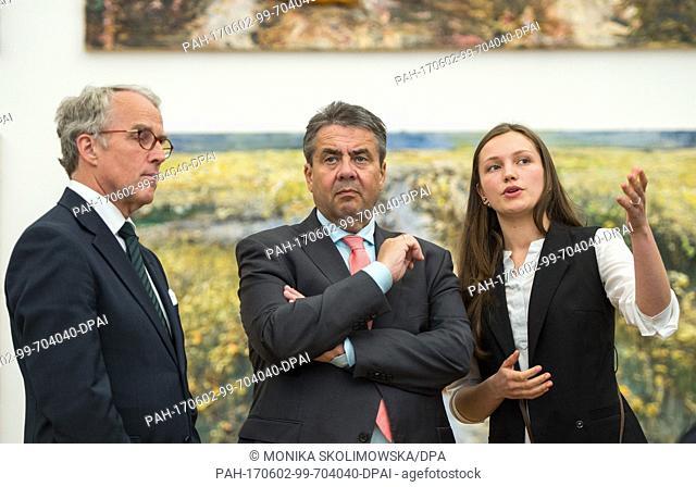 German Minister of Foreign Affairs Sigmar Gabriel (c, SPD) and the German ambassador to Russia, Ruediger Freiherr von Fritsch-Seerhausen (l) visit the museum...