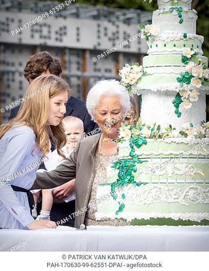 King Albert, Queen Paola, King Philippe, Queen Mathilde, Princess Elisabeth, Prince Gabriel, Prince Emmanuel, Princess Eleonore, Princess Astrid, Prince Lorenz