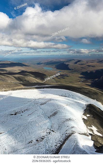 Blick ueber Bjoerlings Gletscher ins Tal Laddjuvaggi, Kebnekaisefjaell, Norrbotten, Lappland, Schweden, August 2013