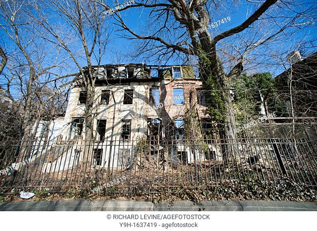 The 19th century houses in Admiral's Row in the Brooklyn Navy Yard After many years of wrangling the federal government has finally handed over the buildings to...