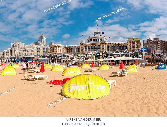The beach in front of the Grand Hotel Kurhaus