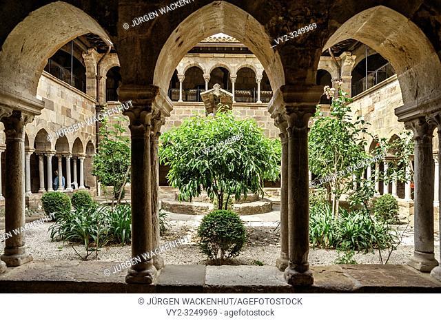 Cloister of the cathedral Saint-Leonce, Fréjus, Var, Provence-Alpes-Cote d`Azur, France, Europe