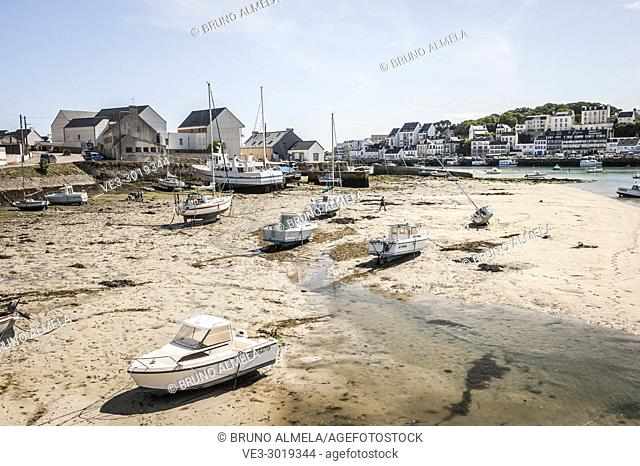 Low tide and ships in Audierne (department of Finistère, region of Bretagne, France)