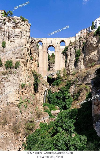 Puente Nuevo Bridge over the gorge of the Rio Guadalevin, Ronda, Andalucía, Spain