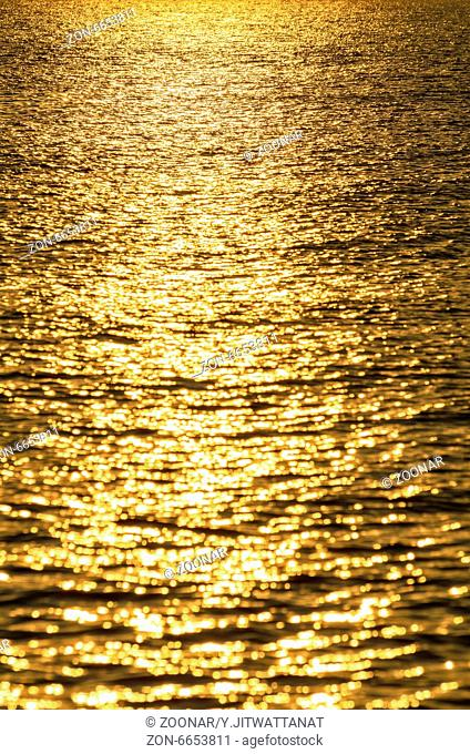 Water surface gold
