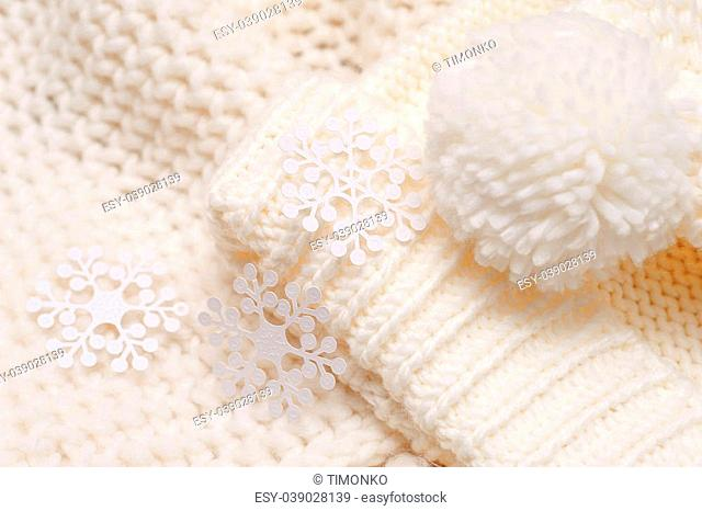 white knitted hat and scarf