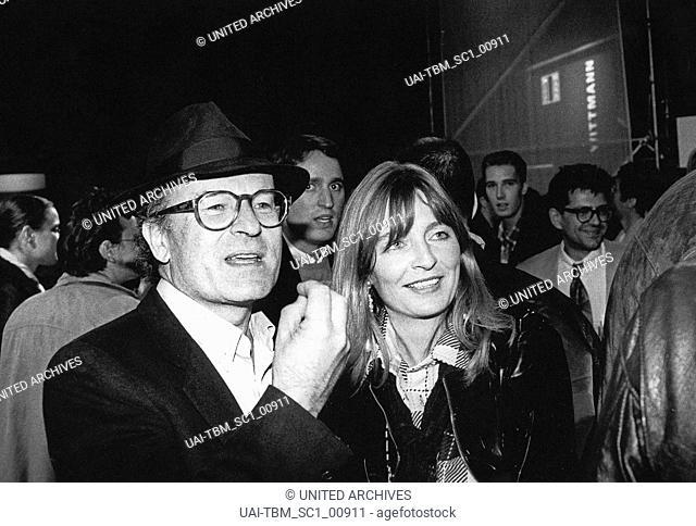 Der deutsche Regisseur und Drehbuchautor Volker Schlöndorff auf der Viennale 1991, Österreich 1990er Jahre. German movie director an screen writer Volker...