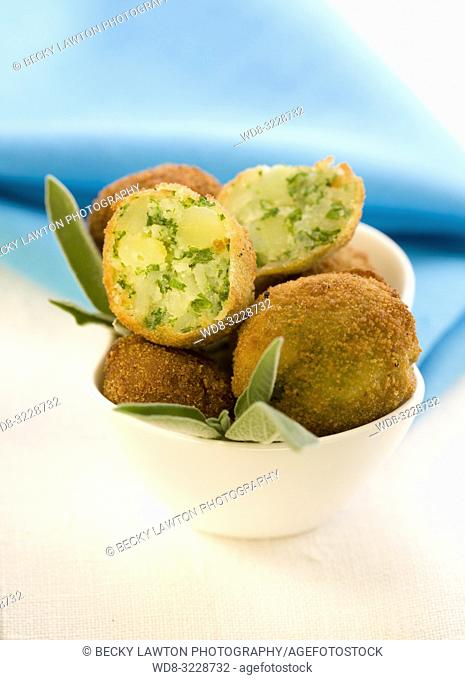 Croquetas de patatas / Croquettes of potatoes