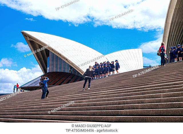 Australia, Sydney, tourists on the flight of steps of the Opera House
